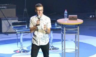Evan Craft compartió la palabra y su música con los jóvenes. / Fotografía: ActitudNews