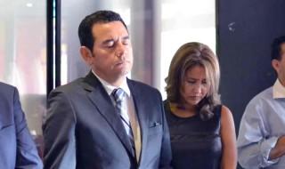 Jimmy Morales junto a su esposa. / Fotografía: ActitudNews
