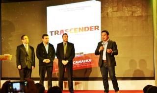 Edwin Amaya, Daniel López y Otto Porta co-autores junto Alexis Canahui en la presentación oficial del libro Trascender.